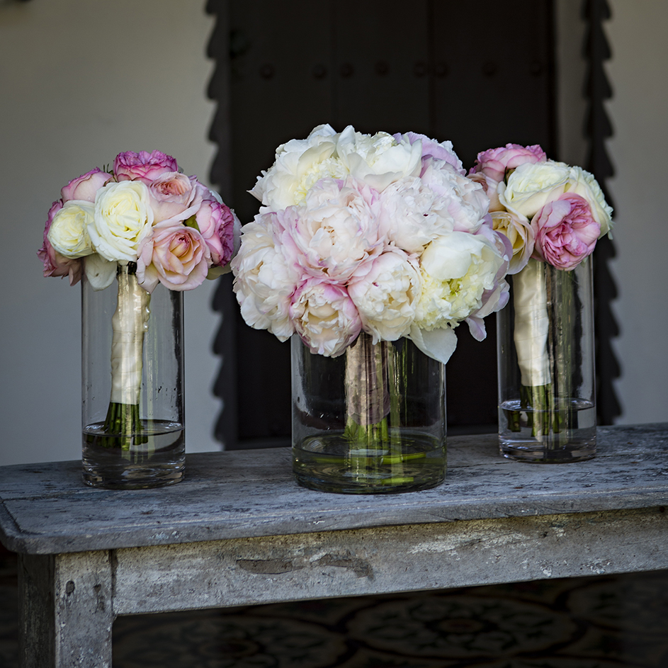 An image of light pink and white roses centerpieces from the Dunzer wedding