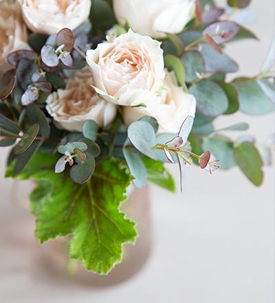 An image of a light orange rose floral arrangement from the Barlow Wedding