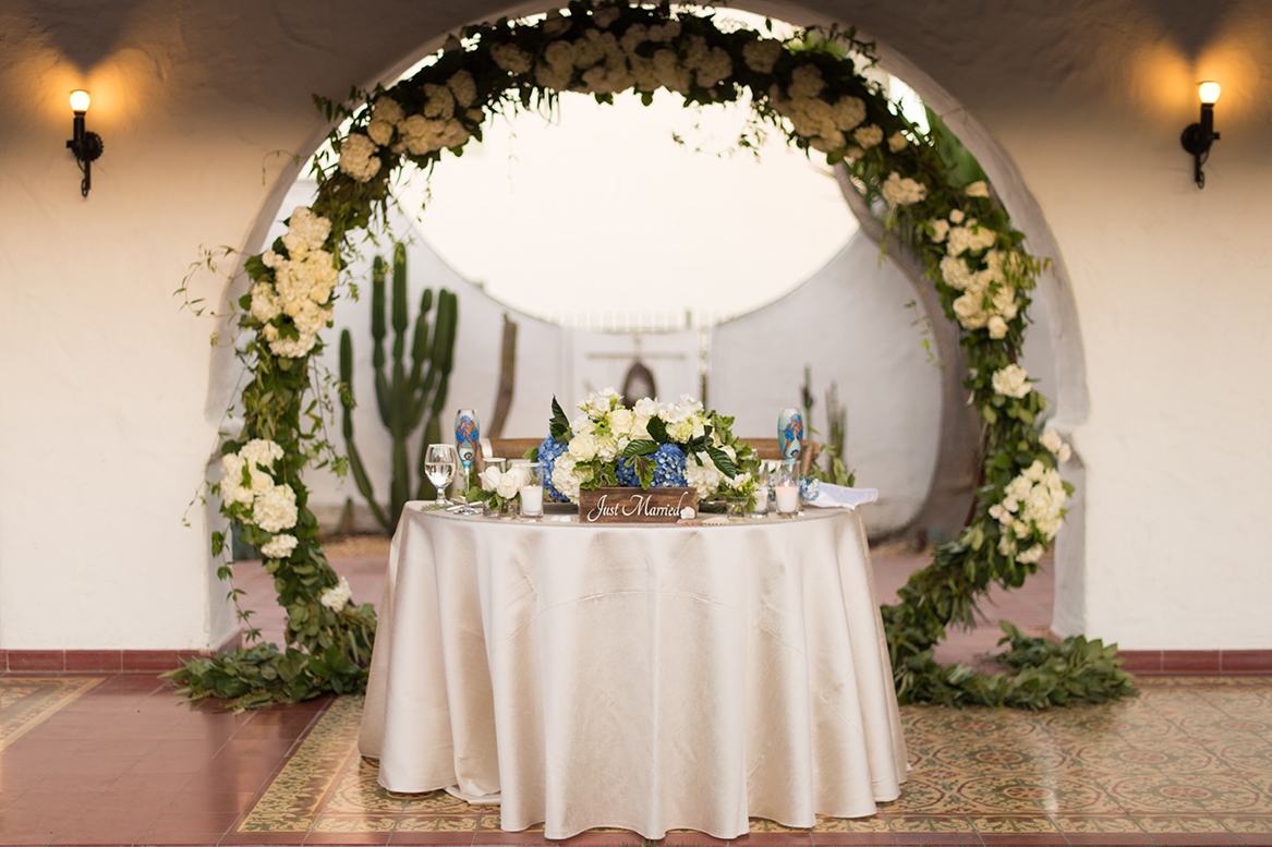 An image of the table set up with the archway garland and a just married sign