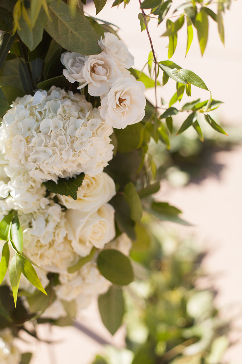 An image of white roses, hydrangeas and gardenias wedding decorations