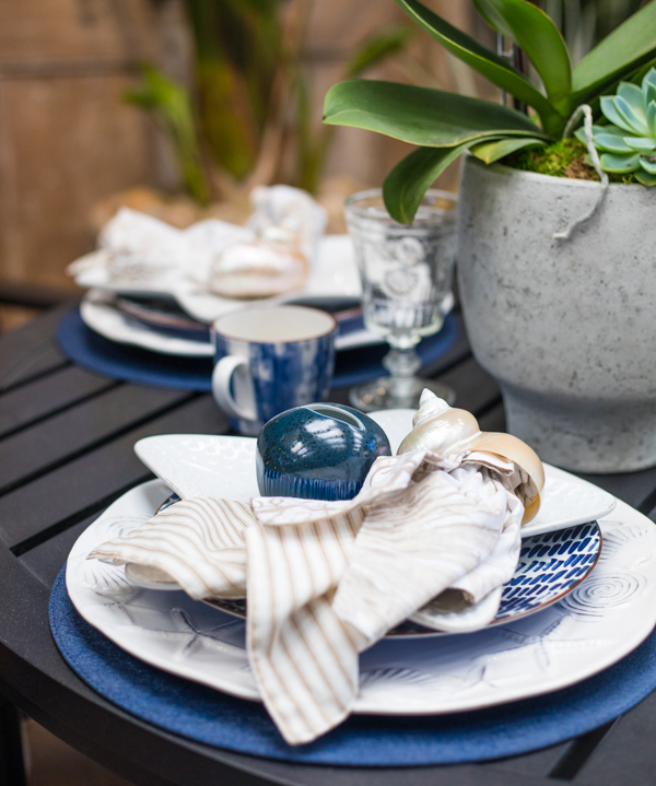 Coastal inspired place setting table display