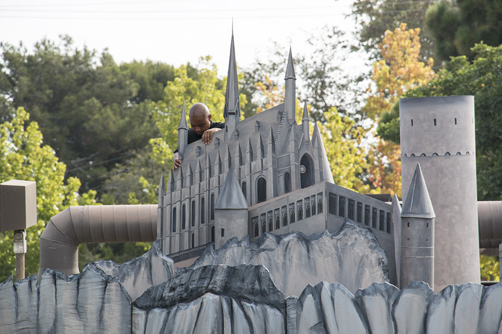 An image of the Hogwarts castle being set up
