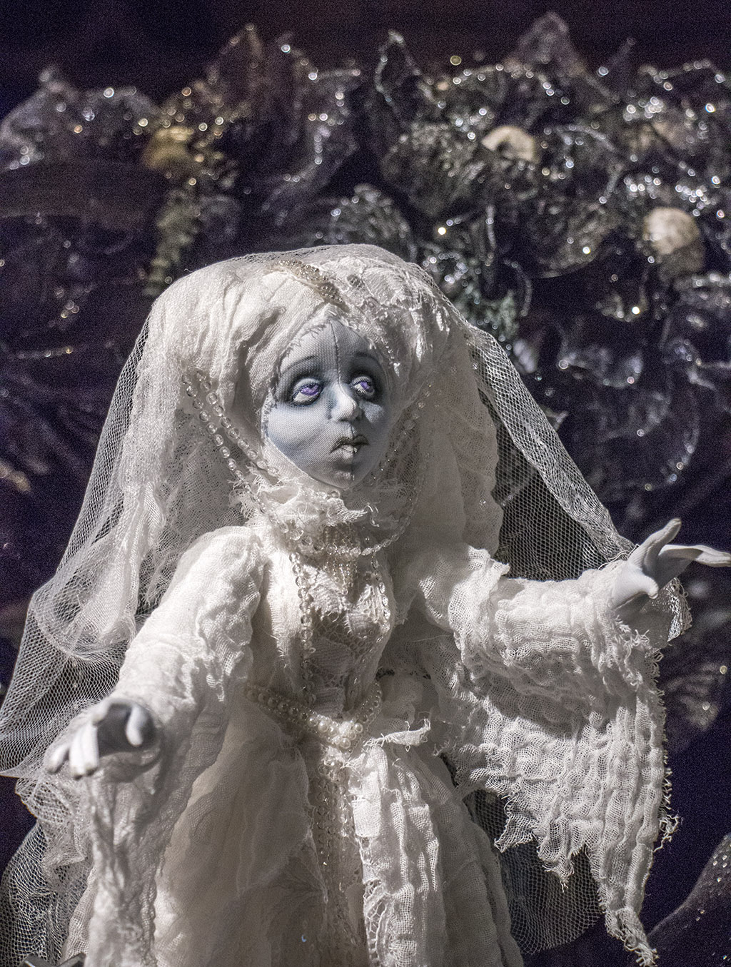 An image of a white bride decor for Halloween 2018