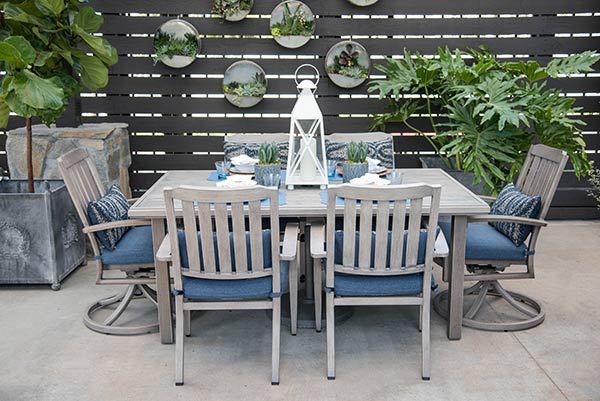 An image of a blue and white cove dining set
