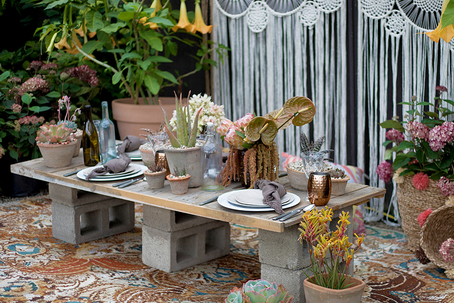 An image of a summer tablescape