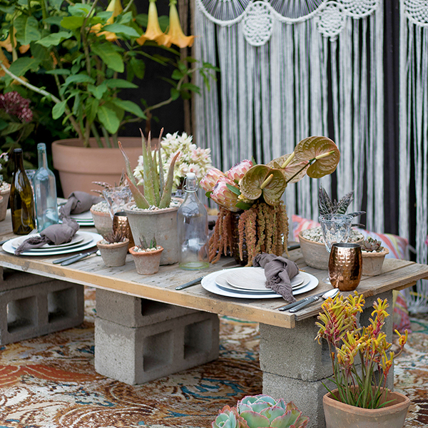 An image of a small summer neutral table scape